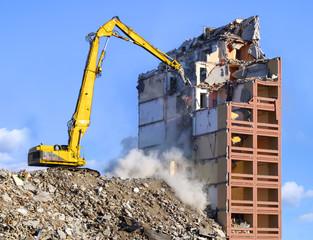 Techno Parc : démolition de bâtiments à Le Pian-Médoc