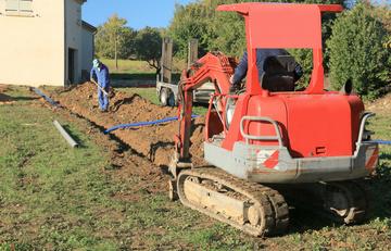 Travaux de terrassement : réalisation de tranchées vers Saint-Laurent-Médoc